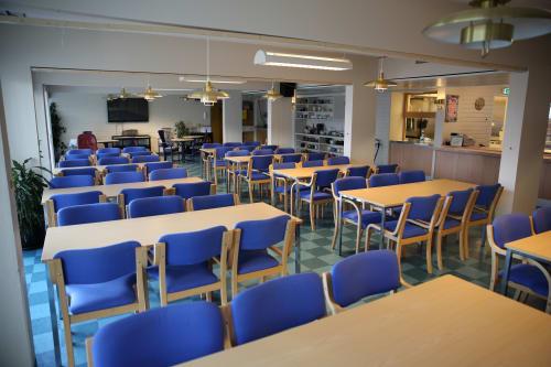 "1. Cafe Aasen (""Kantina"") - Lokalet kan disponeres til både selskap og konferanse"