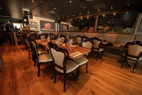 Restaurant - Hele høyre siden av restauranten rommer 35 personer