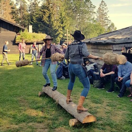 Tunet - Tunet med flott gressplen og god plass. Her tilbyr vi mange aktiviteter og underholdning.