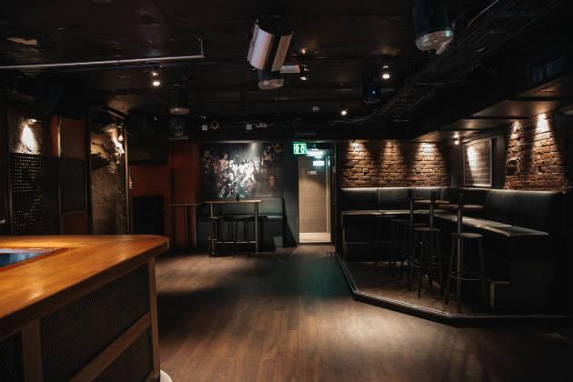 Johns Bar - Halve lokalet