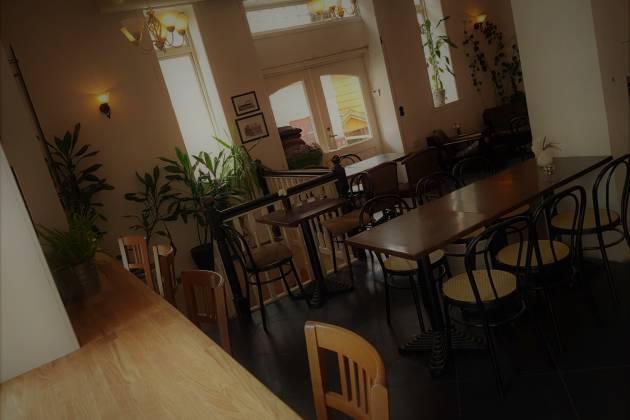 Miljøcaféen Aura - Hele Huset med uteservering