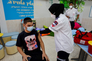 Israeli students receive Covid-19 vaccine injection