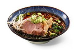 Tonkotsu Ramen Hausgekochte Brühe aus Schweinefleisch, Suppengemüse, Sojasauce und Miso