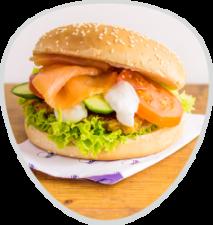 Kartoffelpufferburger mit Räucherlachs & Sour Creme