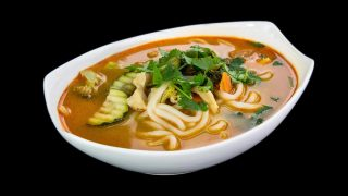 2b - Thai Kokosmilch Suppe mit Huhn und Udon-Nudeln