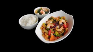 S19 - Asia Gourmet Wok mit Garnelen + Miso Suppe mit Lachs