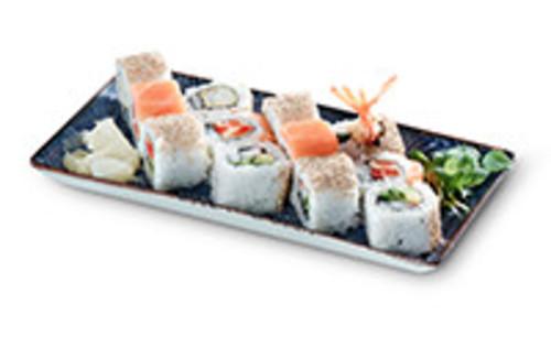 Vier verschiedene Inside Out Rolls Sushi