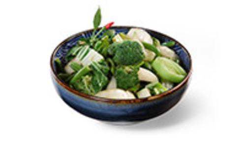Fried Greens Beilage saisonales grünes Gemüse, gebraten mit Knoblauch und Sojasauce
