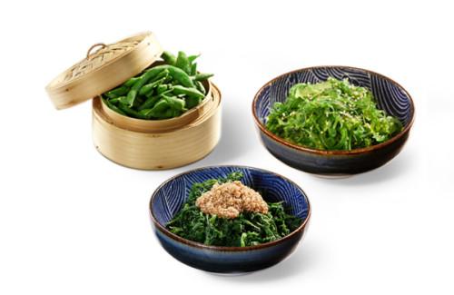 Vegetarischer Starter Mix Vorspeise Edamame, Spicy Wakame Salat, Horenso Gomae