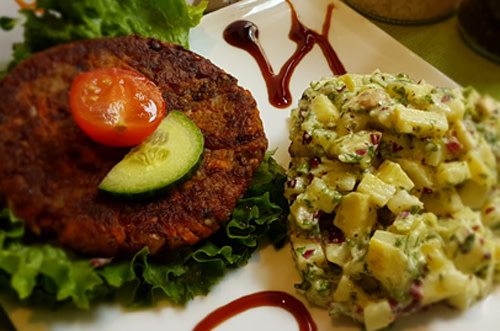 Burger-mit Kartoffelsalat