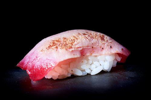 FLAMED TUNA NIGIRI