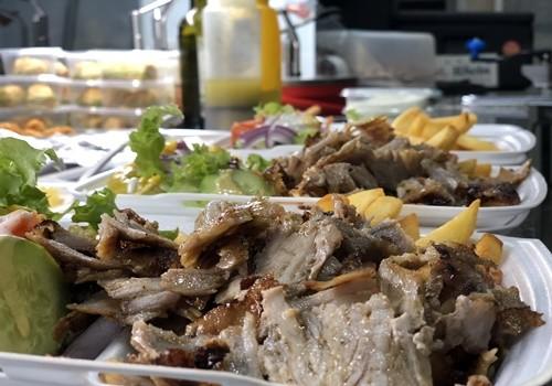 Döner-Teller mit Salat und Beilage
