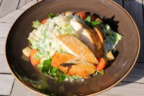 Ceasar Salat mit Hähnchen