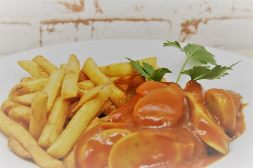 Currywurst + Pommes