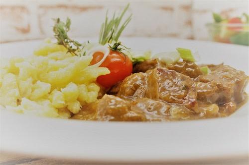 Gulasch vom Weiderind + Käsespätzle
