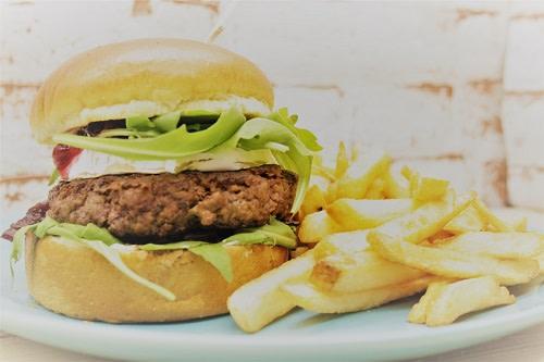 Rotkäppchen Burger + Pommes