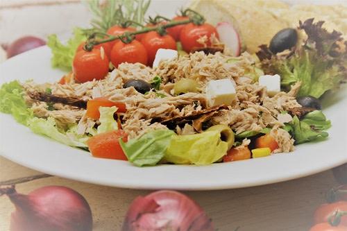 """Salatteller """"Mediterran"""" mit Thunfisch"""