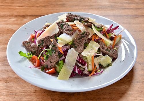 Salat mit Rinderfilet-Spitzen