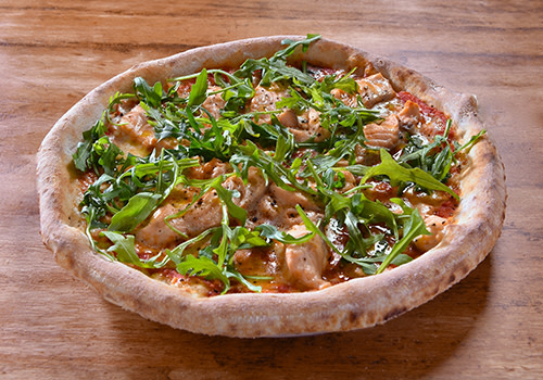 Pizza mit Lachs und Rucola