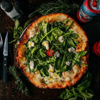 Pizza Formaggio Babyspinat Honig