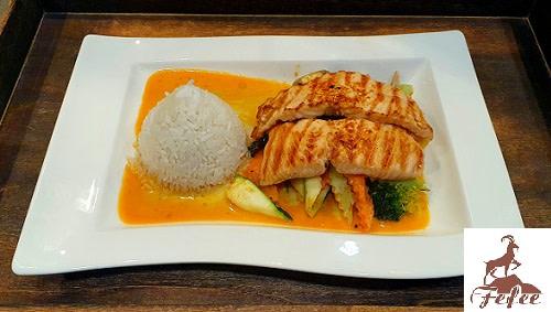 70 - Lachs Curry (leicht scharf)