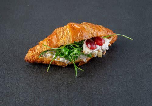 Croissant mit Geflügel-Salat