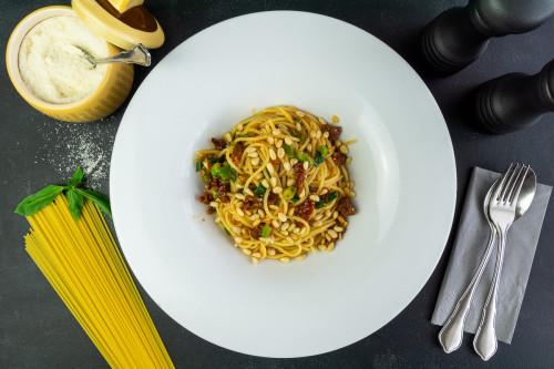 Spaghetti Pomodori Secchi e Pinoli