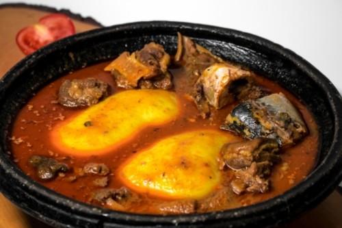 Fufu mit Fleisch
