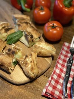 Gefüllte Pizzabrötchen mit Salami & Käse