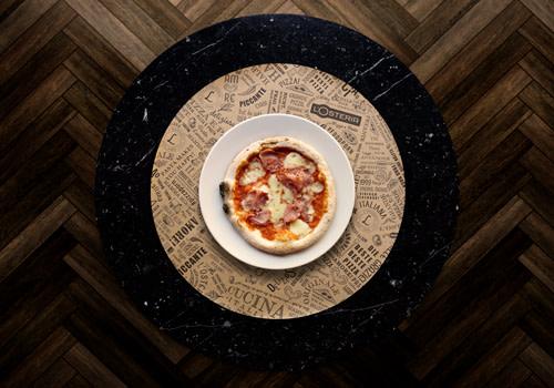 Pizza Maria avec jambon dans l'épaule