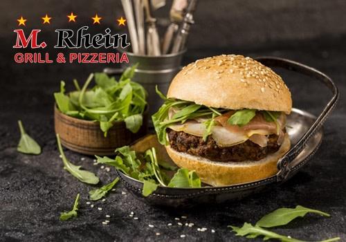 Giant Beef Burger  mit Speck und Rucola