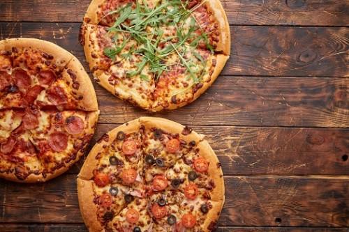 3 Pizzen nach Wahl