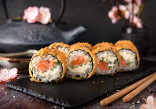 Mino Crunchy (Lachs, Gurke & Frischkäse als Maki mit knuspriger Panade außenrum ) (40)