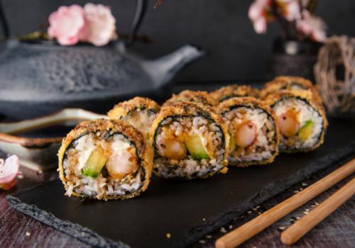 Nagano Crunchy (Frittierte Tempura Garnelen, Avocado & Frischkäse als Maki mit knuspriger Panade außenrum )(41)