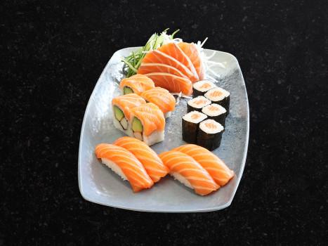 Salmon Sushi Box Klein (19 Stk.)
