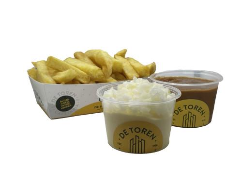 Kleine friet sate mayonaise en ui