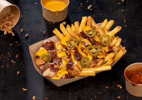 Currywurst Pommes Chili-Cheese