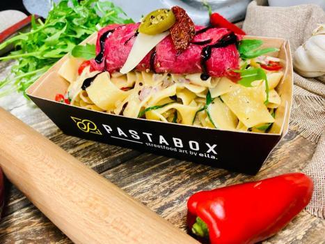 Pappardelle aglio e olio mit Beef Carpaccio Wrap