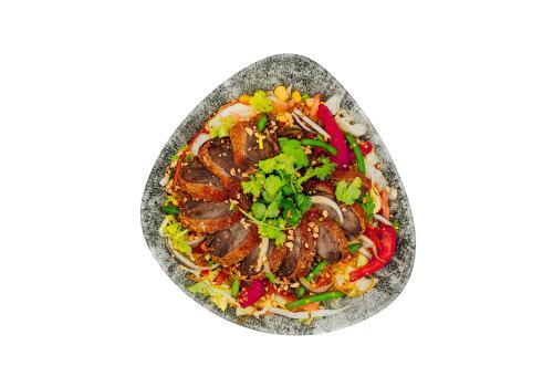 Salat-Bowl mit knuspriger Ente