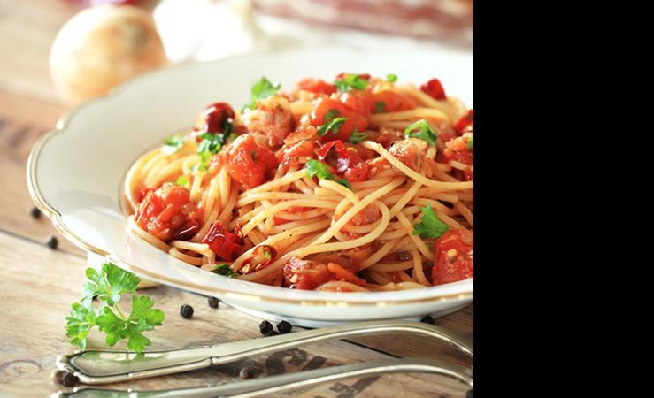 Spaghetti mit Tomaten-Basilikum-Sahnesauce