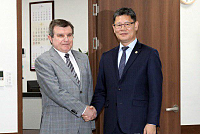 Unification Minister meets Russian...