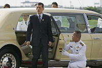 Don't be so cluttered! Thai king...