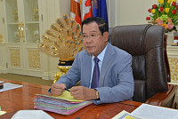 Hun Sen: Allow US ships to dock in...