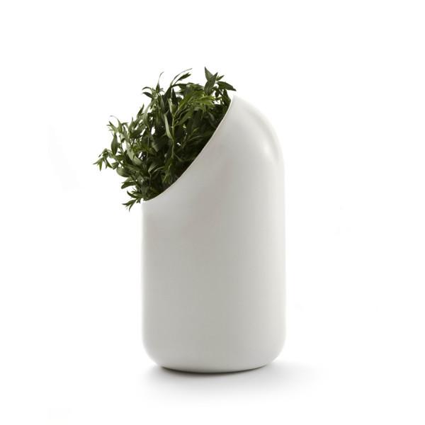 Ô vase by Ionna Vautrin