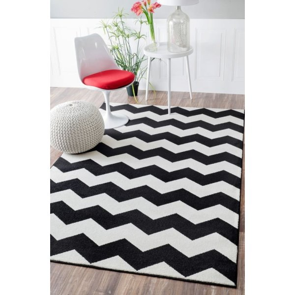 "Contemporary Chevron Vibe Zebra Black Rug, (5' 3"" x 7' 9"")"