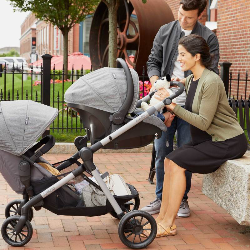 Pivot Xpand™ Stroller SecondSeat Lifestyle Photo