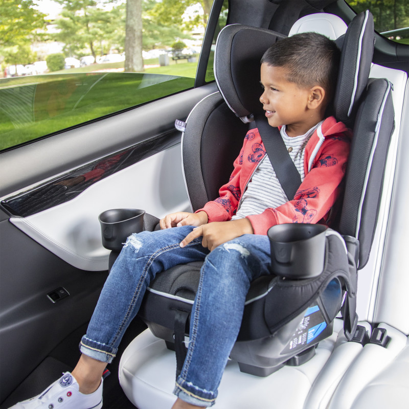 EveryKid 4-in-1 Convertible Car Seat Lifestyle Photo