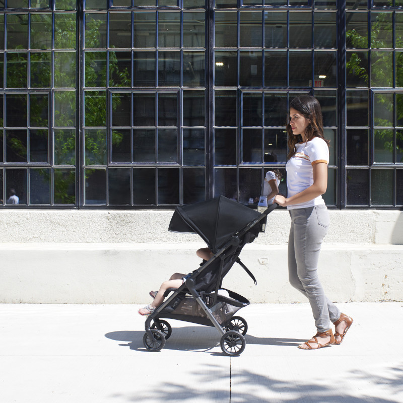 Aero Ultra-Lightweight Stroller (Lark) Lifestyle Photo