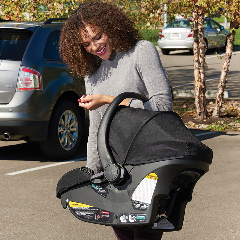 Pivot Xpand™ Modular Travel System With SafeMax Infant Car Seat Lifestyle Photo