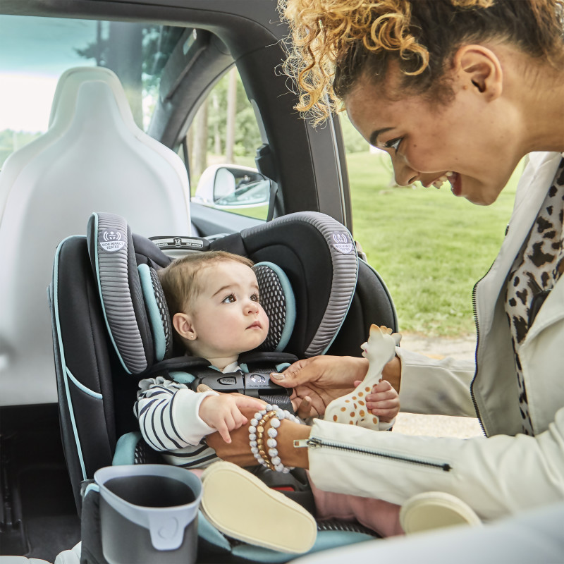 EveryFit™ 4-in-1 Convertible Car Seat (Olympus) Lifestyle Photo